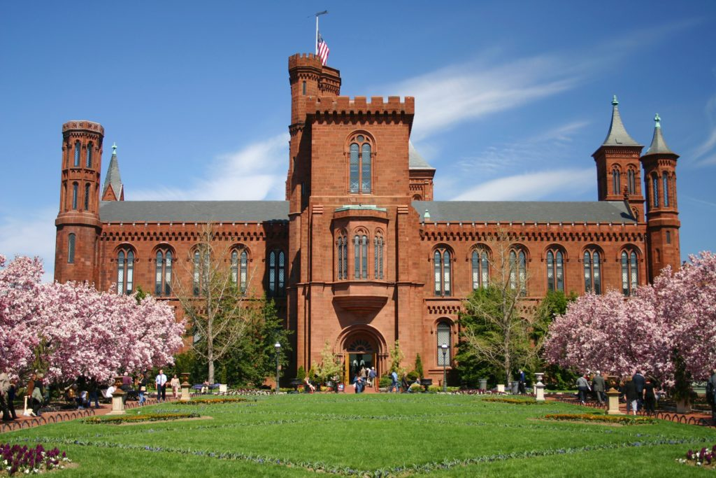 hero_image_smithsonian_castle_in_spring